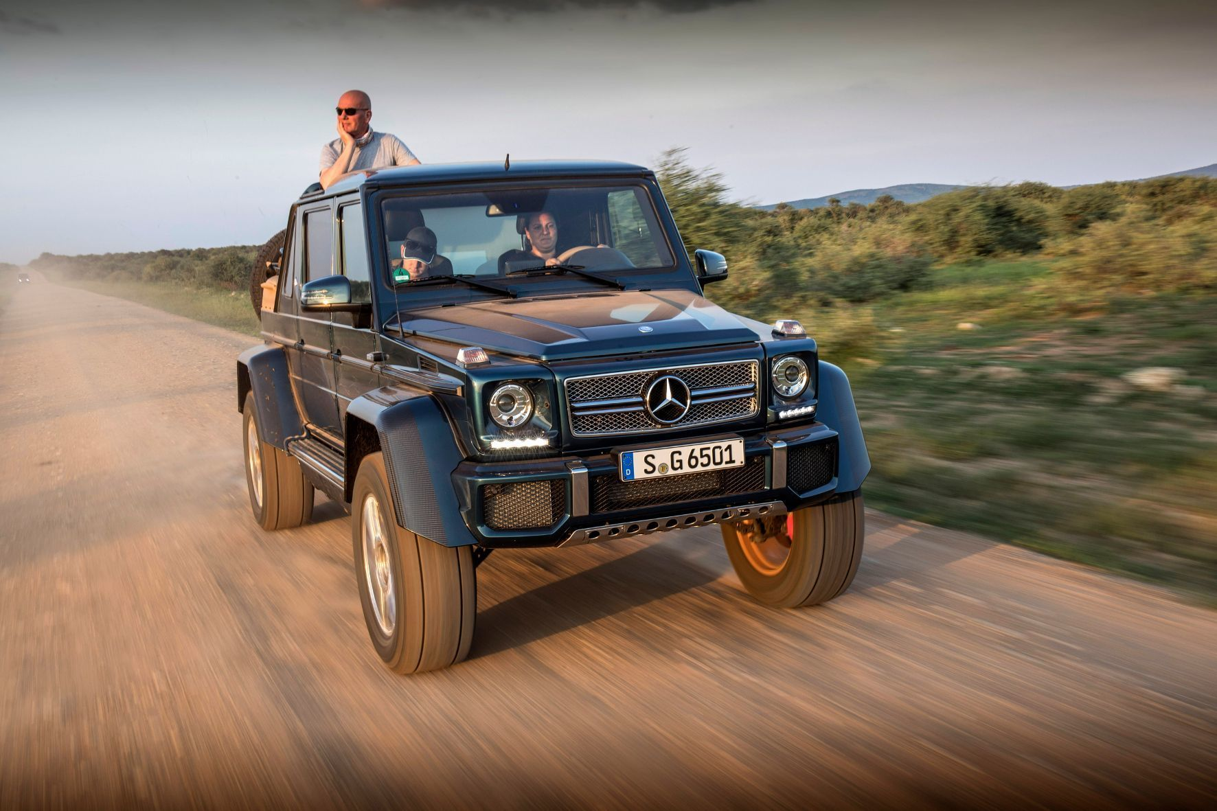 mid Madikwe - Auf die Spitze getrieben: Der Mercedes-Maybach G650 Landaulet vereint höchste Geländegängigkeit und höchsten Luxus.