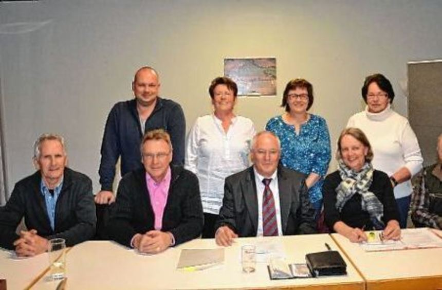 Zufrieden mit der Arbeit ihres Vorstands sind die Radfahrer. Die Vereinsmitglieder bestätigten Hans ...