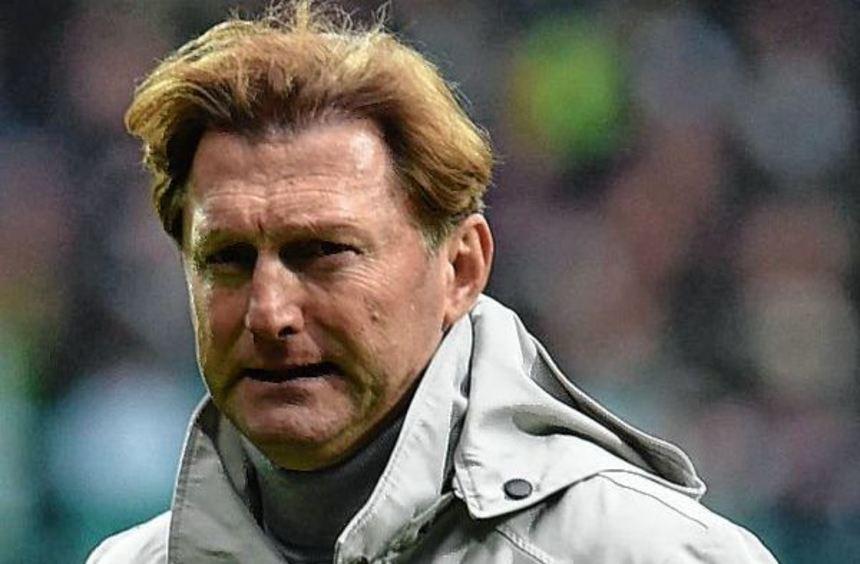 Leipzigs Trainer Ralph Hasenhüttl macht sich in der ersten kleinen RB-Krise so seine Gedanken.