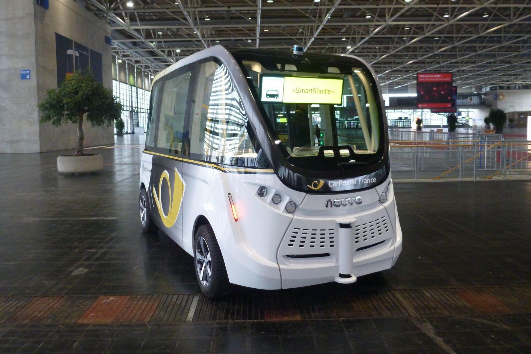mid Hannover – Postauto lässt im Schweizer Sion autonome Shuttles Passagiere transportieren.