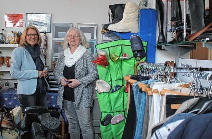 """Kleidung, Schuhe und Spiele bietet das """"Stöberstübchen"""" für bedürftige Familien an. Marion Schneid ..."""