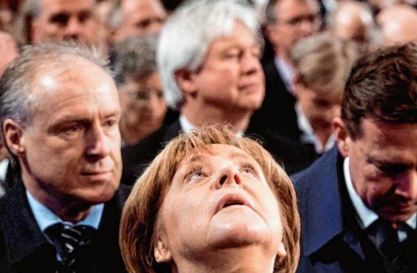 Wohin führt ihr Weg? Kanzlerin Angela Merkel (CDU) hofft, dass Ihrem Herausforderer Martin Schulz ...