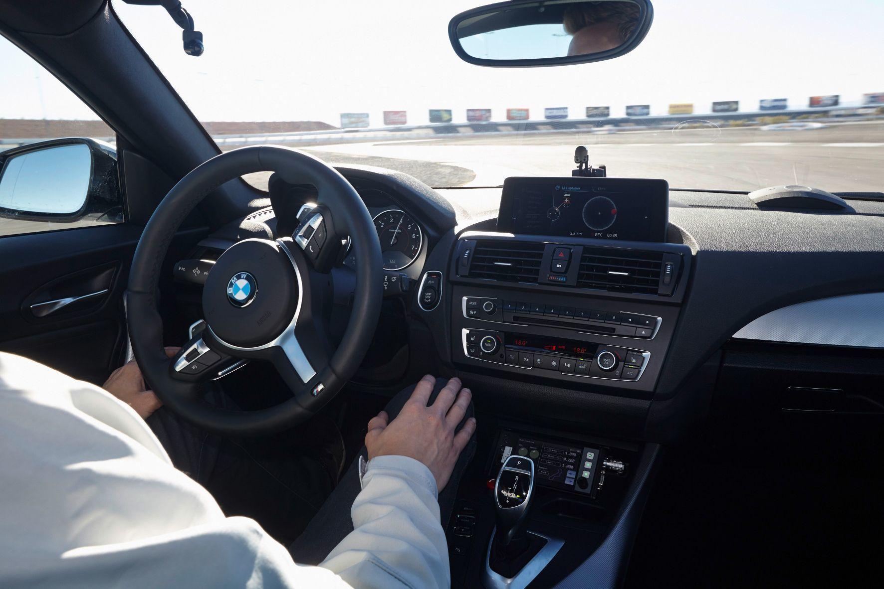 """mid Groß-Gerau - BMW und die Allianz haben eine Arbeitsgruppe gebildet, die sich mit Haftungsfragen rund um das Thema """"Automatisiertes Fahren"""" befasst."""