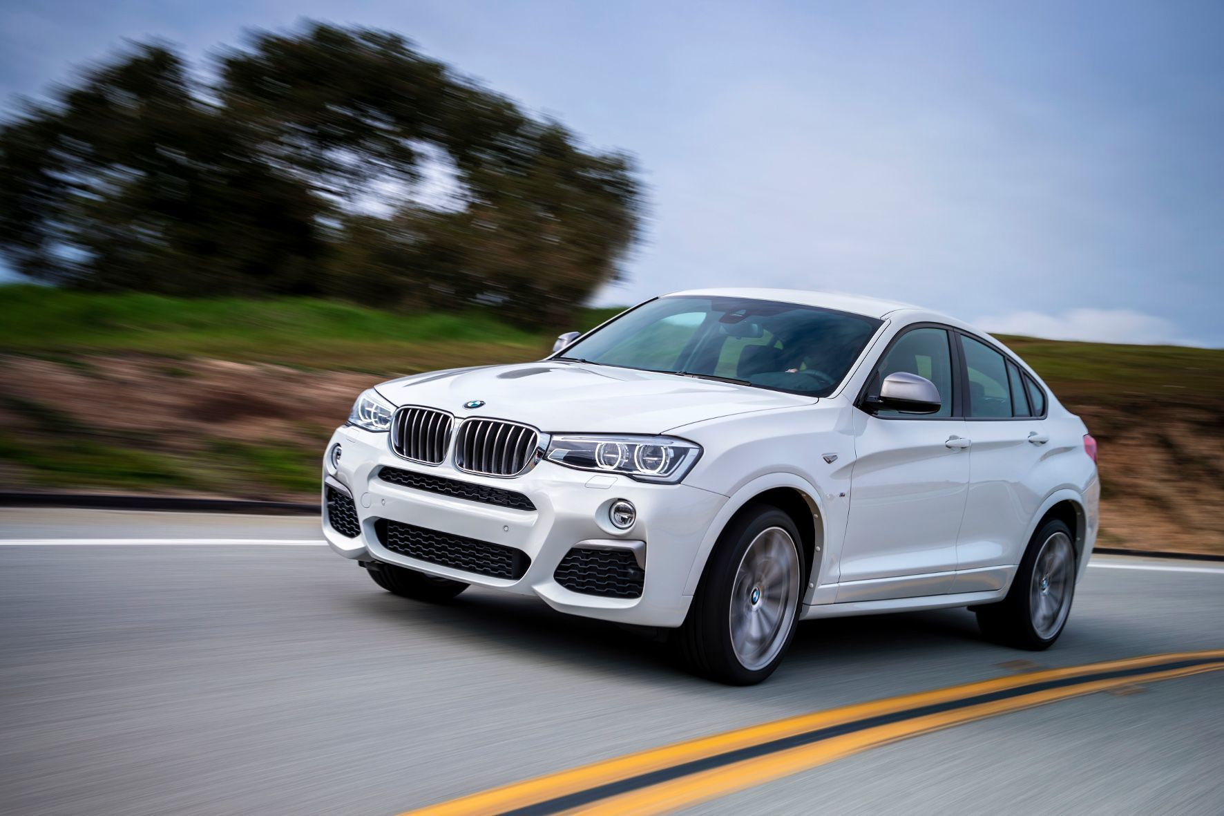 mid Groß-Gerau - Wegen nicht ausreichend stabilen Kindersitz-Befestigungen müssen etwa 175.000 Exemplare der Mittelklasse-SUV X3 und X4 von BMW in die Werkstatt.