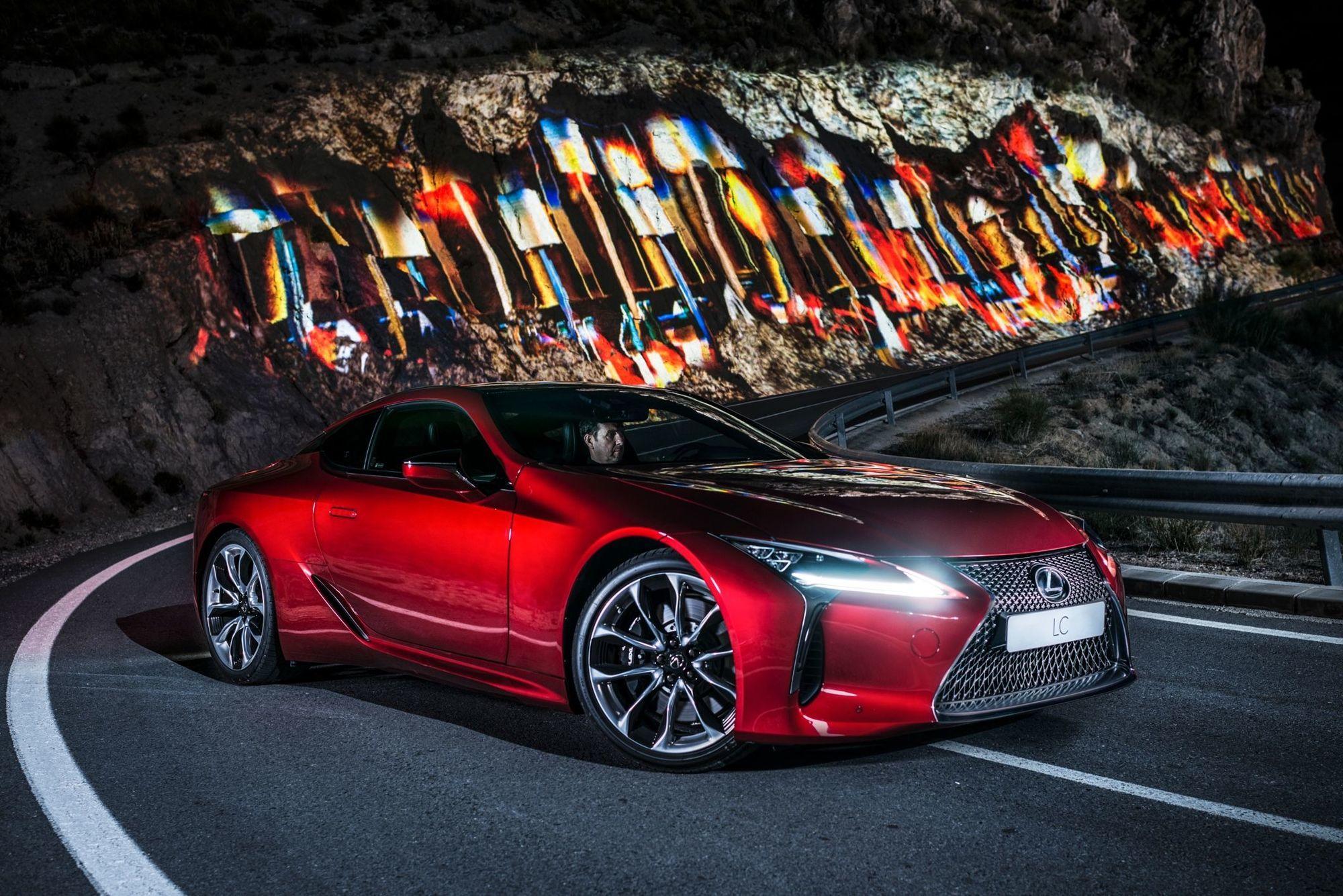 mid Groß-Gerau - Licht und Luxus: Der Lexus LC 500 posiert in der Bergwelt der spanischen Sierra Nevada vor laufender Kamera.