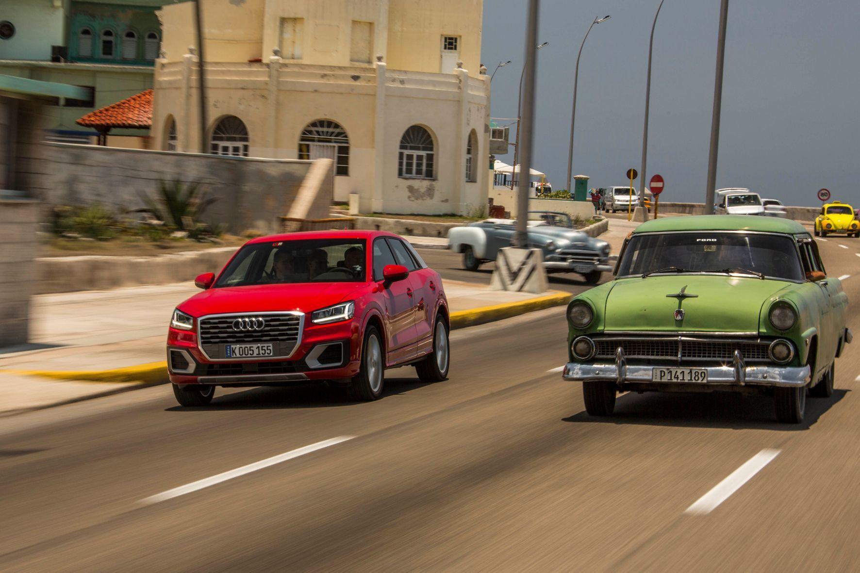 mid Havanna - Gegensätze: Auf Kubas Straßen scheint die Zeit Ende der 1950er-Jahre stehen geblieben zu sein. Da erscheint der neue Audi Q2 fast wie ein Alien.