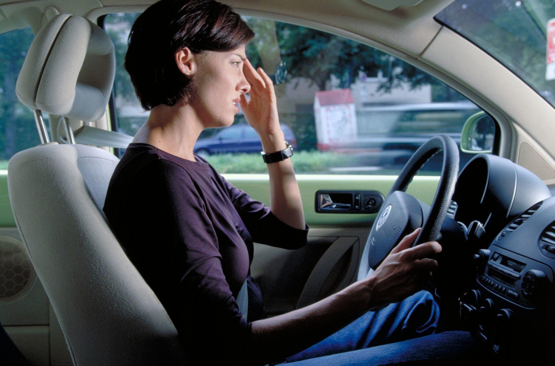mid Groß-Gerau - Viele Autofahrer leiden unter der Hitze - und das ist sehr gefährlich: Mit steigenden Temperaturen sinkt die Konzentrationsfähigkeit, die Ermüdung steigt, Fahrfehler nehmen zu und damit die Wahrscheinlichkeit eines Unfalls.