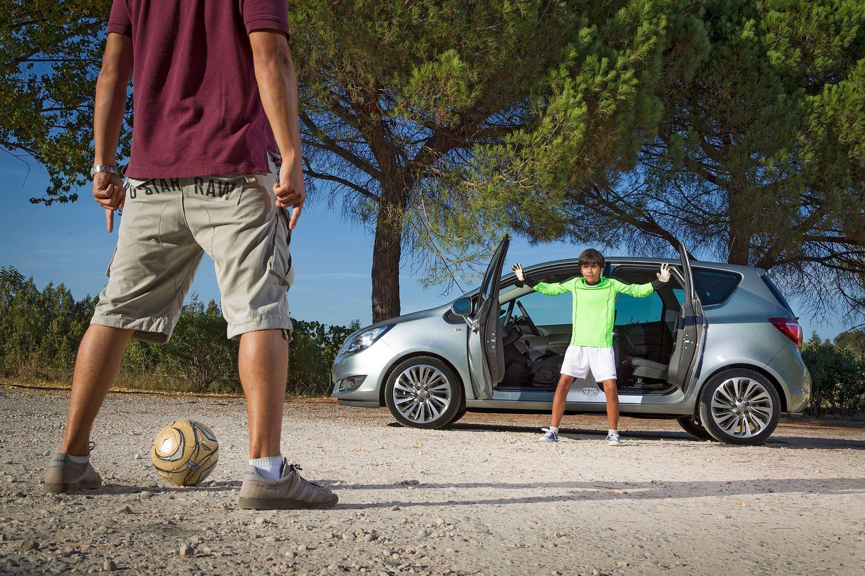mid Groß-Gerau - Das Tor mach weit: Gegenläufig öffnende Fondtüren machen beim Opel Meriva den Einstieg leicht.