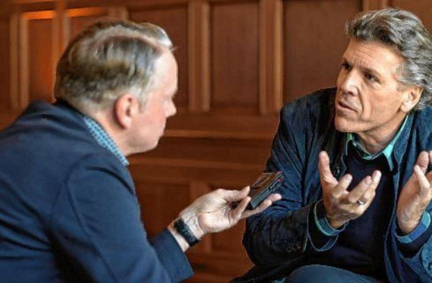 Beim Versuch, das Thema Lied in den Griff zu bekommen: Hans-Günter Fischer (l.) im Gespräch mit dem ...