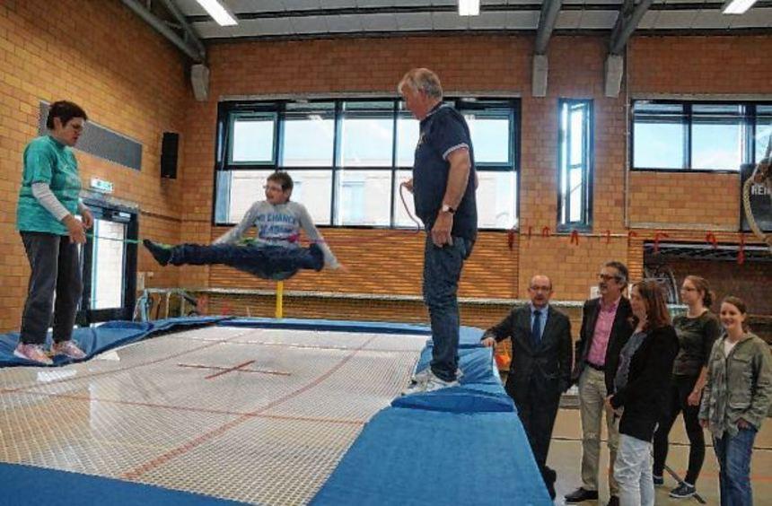 Freudensprünge: Die Trampolin AG der Ilvesheimer Schloss-Schule freut sich über ein neues ...
