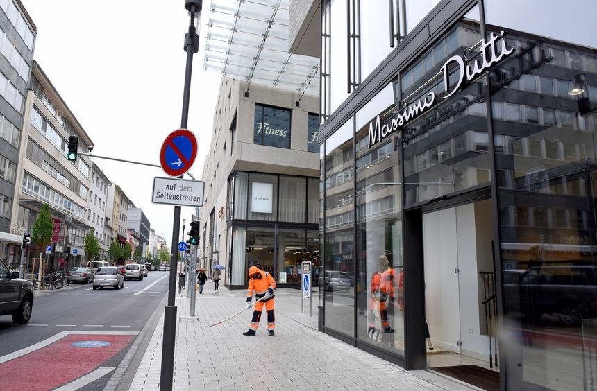 Die Stadt hat inzwischen auf die Kritik an der Reinigung des neuen Belags reagiert und lässt jetzt ...