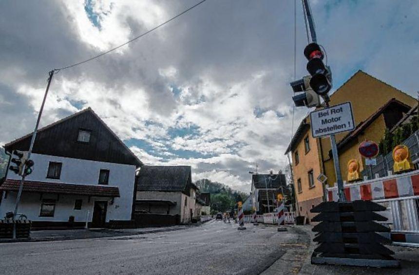 Bis in den Herbst 2019 werden die Bauarbeiten auf der Nibelungenstraße in Elmshausen noch dauern - ...