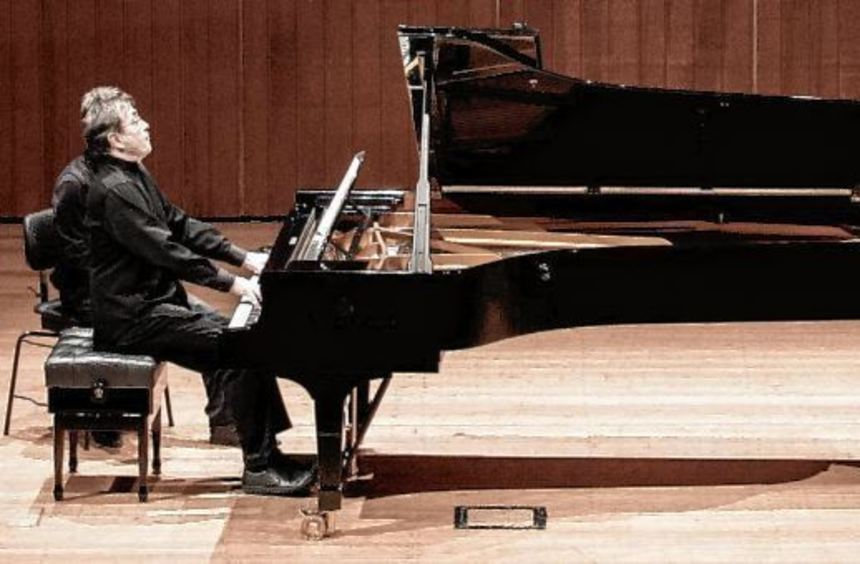 Voller Hingabe an die Musik: Pierre-Laurent Aimard in Heidelberg.