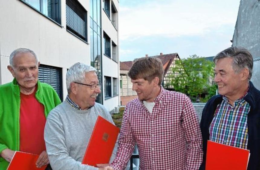 Ehrungen bei der Hauptversammlung der SPD Heddesheim. Unser Bild zeigt von links: Roland Raiser, ...