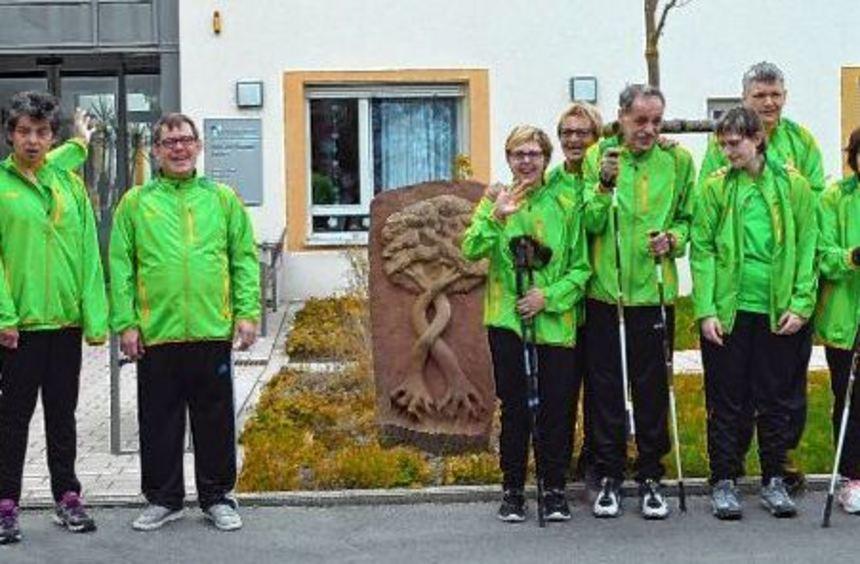 """Die Mitglieder des """"Limestrupp"""" (Bild oben) sind mit ihren Trainerinnen (Heidi Gutbier, links) und ..."""