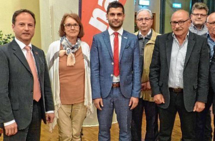 """Rene Deissler (Dritter von links) wurde von den Beiratsmitgliedern der """"Unser Markt Assamstadt"""" ..."""