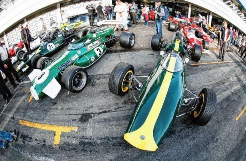Da lacht das Herz der Motorsport-Nostalgiker: An den Boxen des Hockenheimrings können sie ...