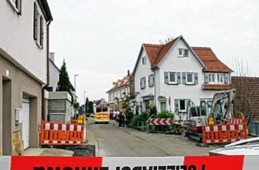 Polizeiabsperrung im Ort Unterensingen (Baden-Württemberg).