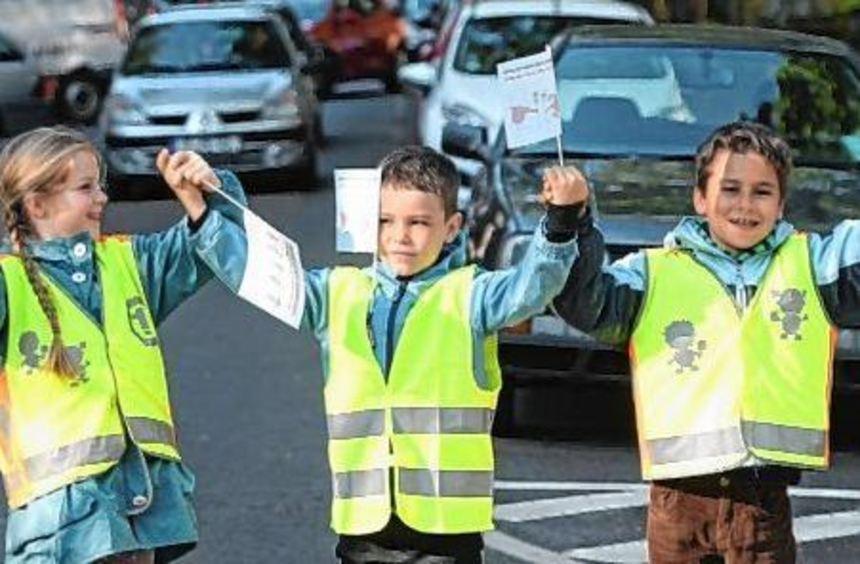 Schüler demonstrierten in Frankfurt gegen rücksichtslose Auto- und Radfahrer