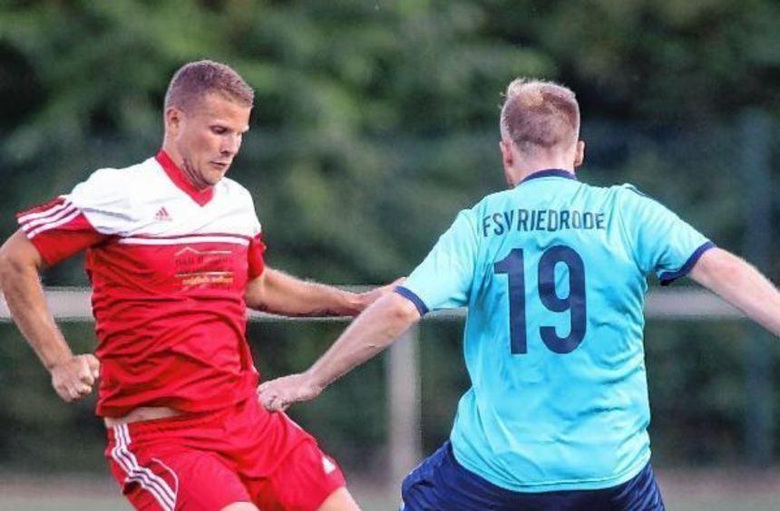 Dennis Böck, hier links bei der Stadtmeisterschaft gegen den FSVler Fabian Gräf, will noch einige ...
