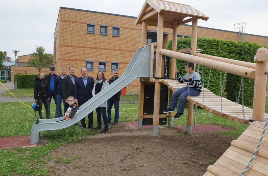 Dank einer Spende in Höhe von 12 000 Euro konnte die Schloss-Schule Ilvesheim einen neuen Spiel- ...