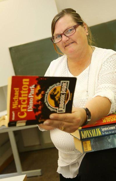 Sirikit Schorer in einem Raum der Volkshochschule Ludwigshafen, wo die Selbsthilfegruppe ...