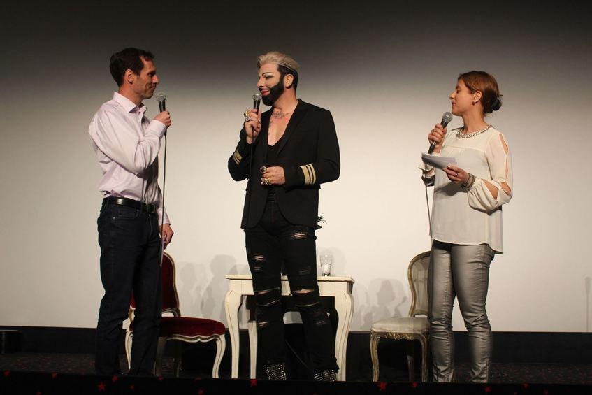 Mannheim harald gl ckler predigt im kinosaal for Modedesigner frankfurt