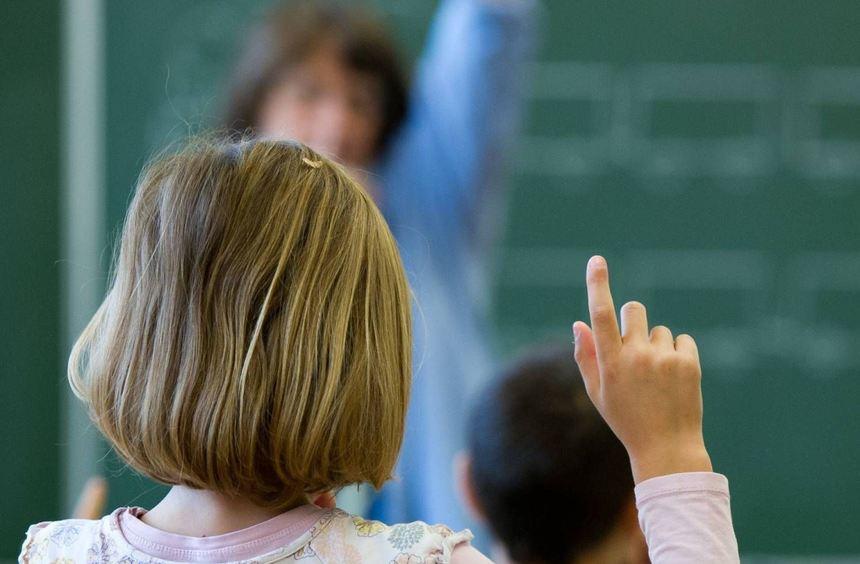 Für hochbegabte Kinder ist es nicht immer die beste Entscheidung, eine Klasse zu überspringen. ...