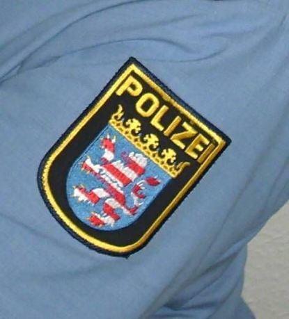 Angebliche Polizisten versuchen Opfer um Geld zu betrügen.