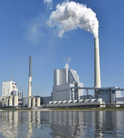 Blick auf das Grosskraftwerk Mannheim, das Fernwärme erzeugt.