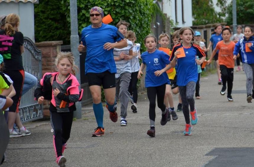 Bewegung für einen guten Zweck: Die Kinder der Lußhardtschule sammeln Spenden mit ihrer Teilnahme ...