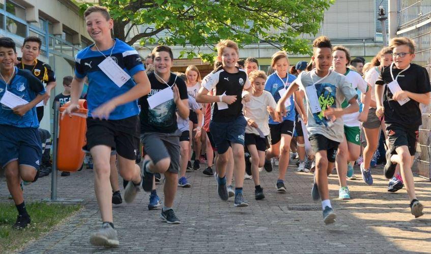 Laufen für die Ganztagsbetreuung - die Sponsoren der Schimperschüler geben von 10 Cent bis zu 1 ...