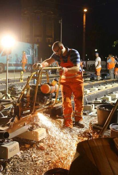 Seit gestern Abend ist die Montage der Schienen erledigt.
