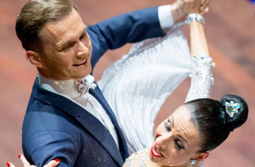 Gesichter des 11. m)))motion-Tanzfestivals: Natascha Karabey und Domen Krabez (großes Bild) ...