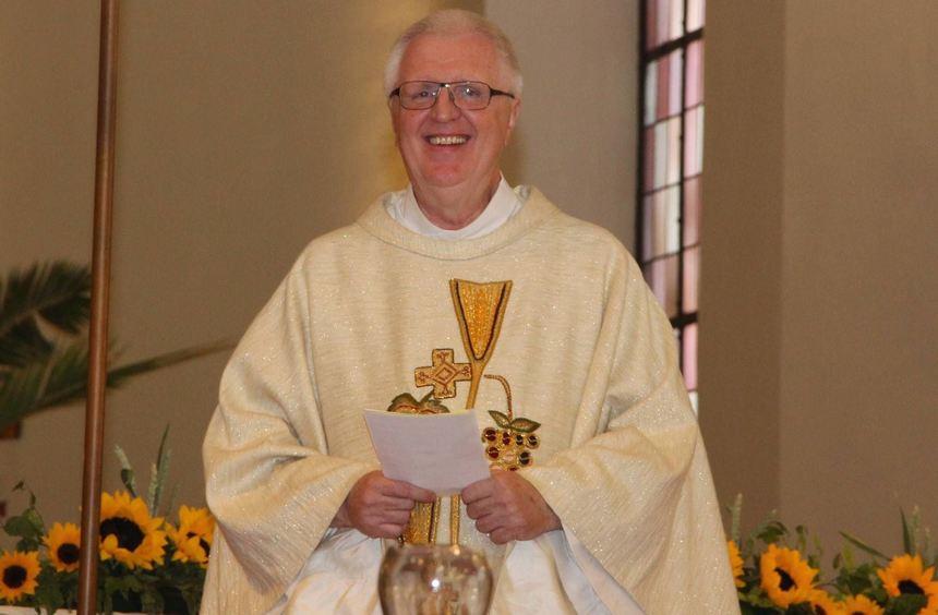 Freude über Jubiläum: Pfarrer Peter Kern hat mit vielen Weggefährten in der Kirche St. Michael ...