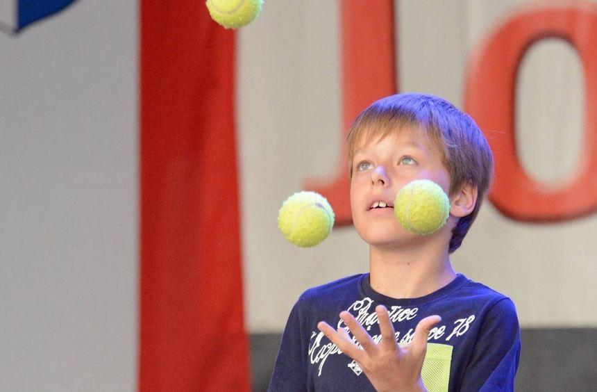 Bei der Talentshow zeigte der Seifenblasen-Künstler Felix Kil, dass er sich auch auf Jonglage ...