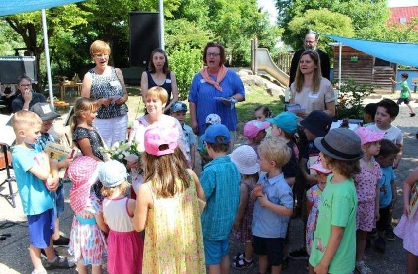 Beim Kindergartenfest in Schwanheim wurde auch die langjährige Erzieherin Inge Kohler - hier ...