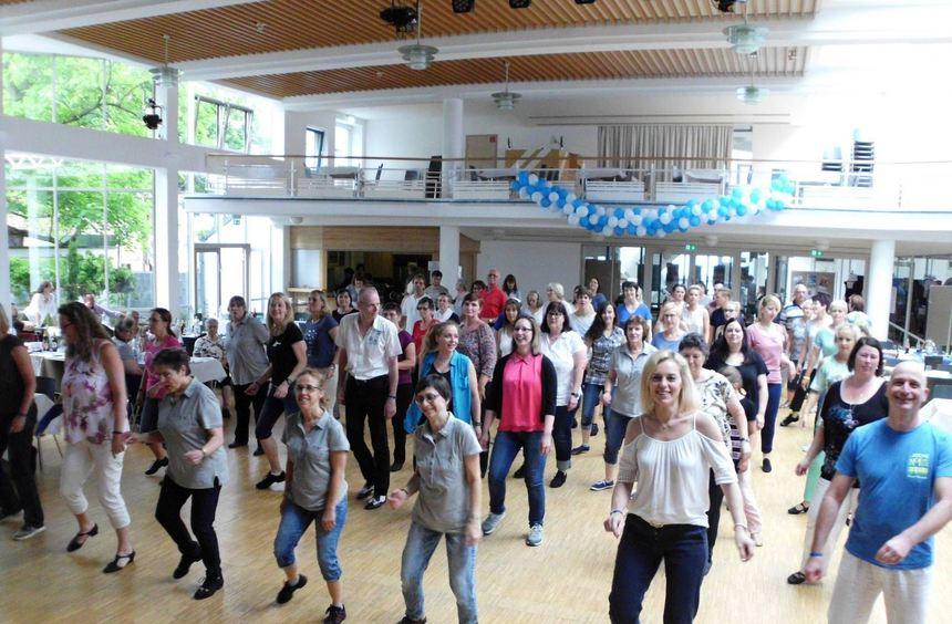 Beim offenen Tanzen bei der German World of Dance im Heddesheimer Bürgerhaus waren die Beteiligung ...