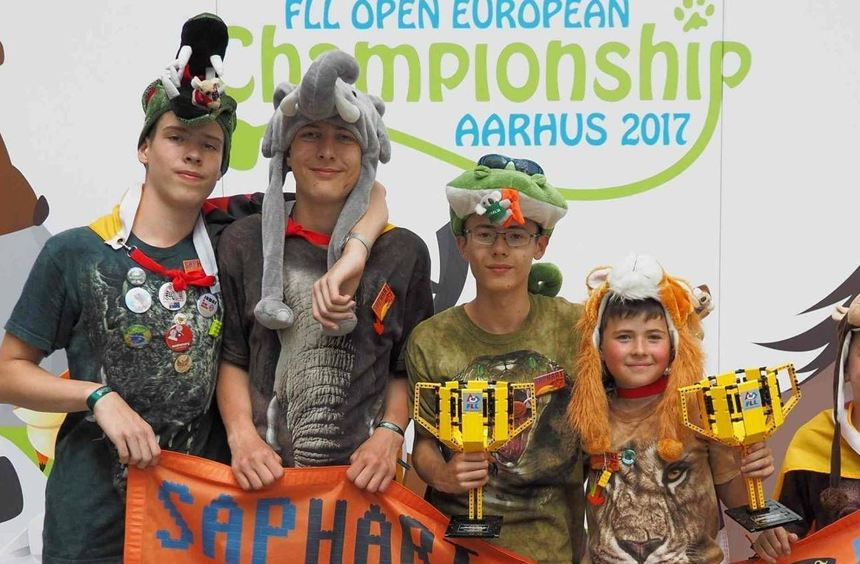 Freuen sich, erneut Europa-Champion im Robot Game geworden zu sein: Justin Rieger (v. l.), ...