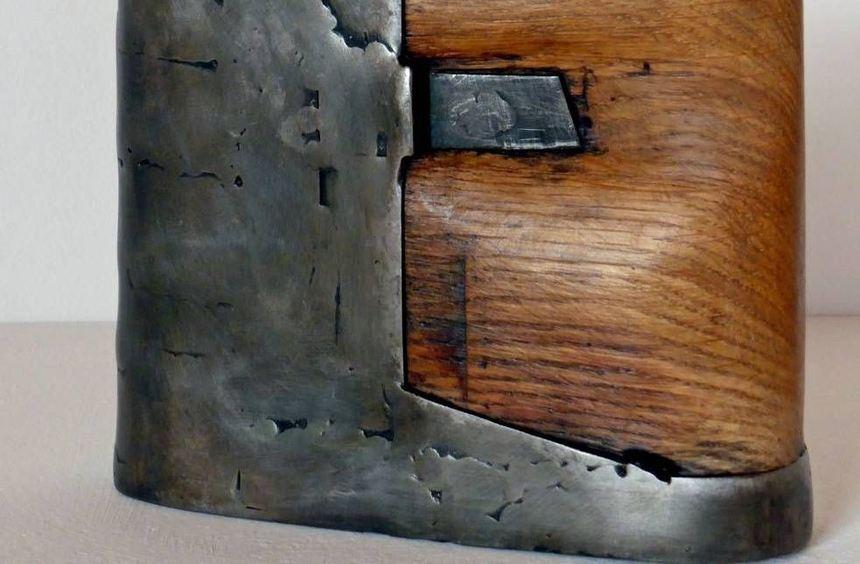 Gerda Bier aus Schwäbisch Hall zeigt in der Galerie Kirchner figürliche Skulpturen aus Holz und ...