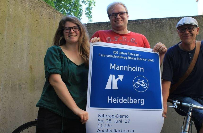 Sarah Mailänder (v. l.) und André Müller vom Studierenden Rat der Universität Heidelberg (StuRa) ...