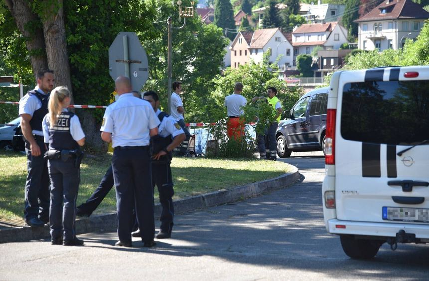 Fassungslosigkeit am Tatort: Ein Polizist hat erst seinen Bruder und dann sich selbst erschossen.