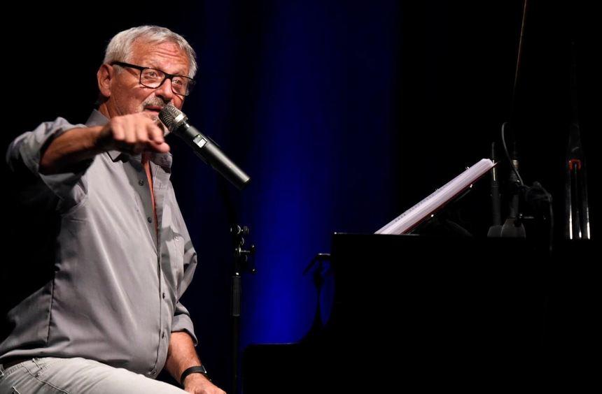 Mehr als ein politischer Liedermacher: Konstantin Wecker riss die 300 Besucher mit.