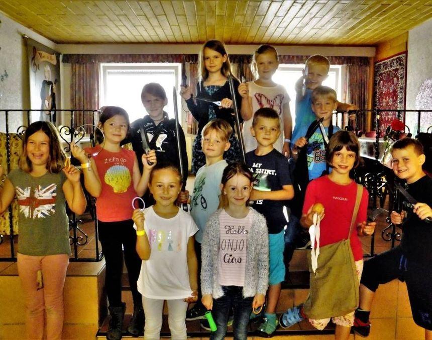 Die Kinder besuchten auch den neuen Nibelungenhort in Bürstadt, wo sie knifflige Aufgaben zu lösen ...