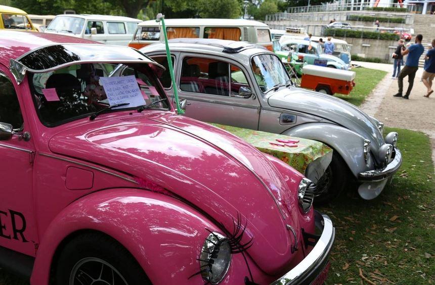 Ob VW-Käfer, Bulli, Karmann Ghia oder Porsche: Vor dem Freigelände am Technoseum trafen sich die ...