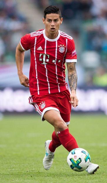 Zum ersten Mal für den FC Bayern am Ball: James Rodríguez blieb beim Telekom-Cup in Mönchengladbach ...