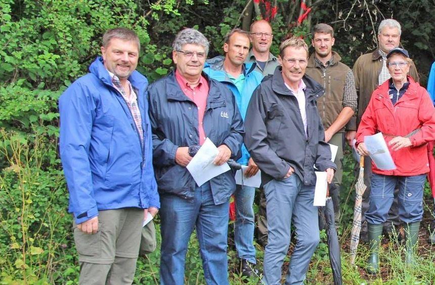 Mitglieder des Osterburkener Gemeinderats sahen sich vier verschiedene Waldbilder bei der ...