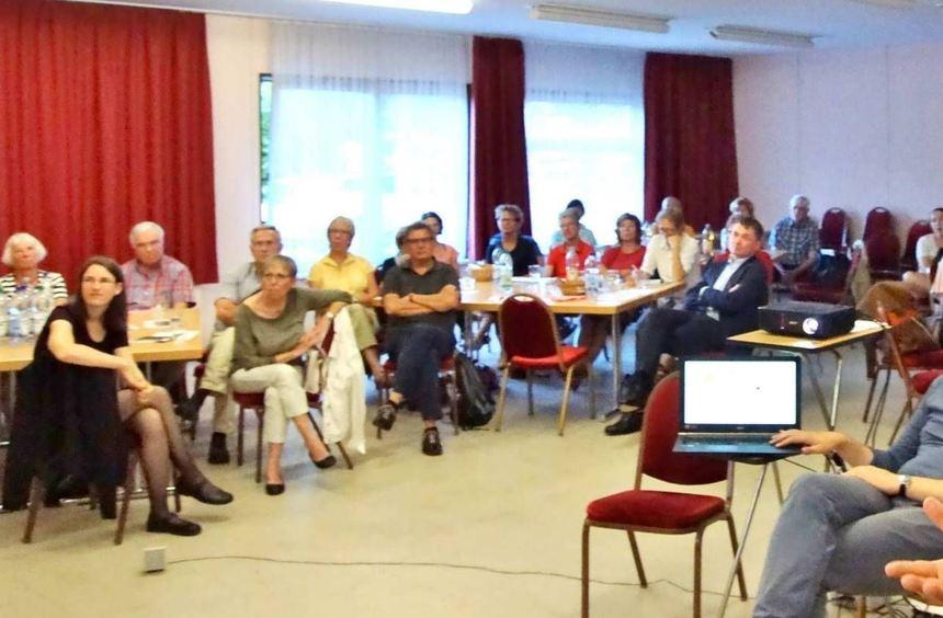 Jonas Schumacher präsentierte im Pfarrzentrum von Sankt Laurentius die Ziele und den Werdegang ...