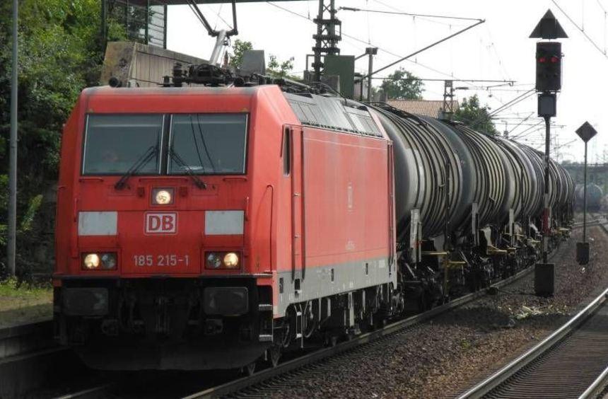 Für die Anwohner eine große Lärmbelastung: Einer von vielen Güterzügen rattert durch den Bahnhof ...
