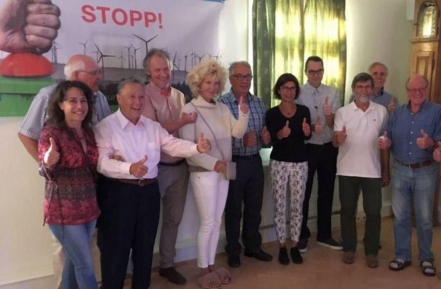 Die Aktiven des Vereins bei ihrem Jubiläum, unter ihnen die Redner des Festabends Vera Krug (l.), ...